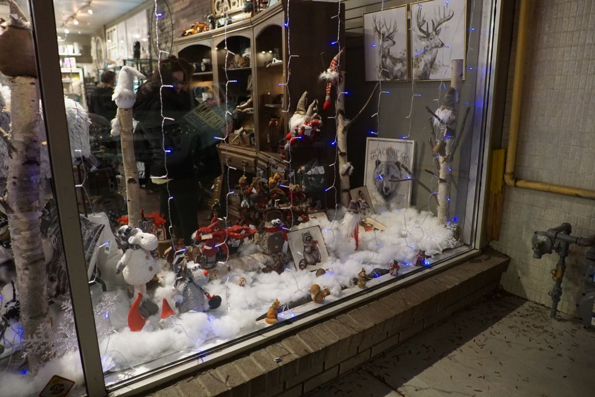Christmas Windows - Mama C's Gifts n Giggles