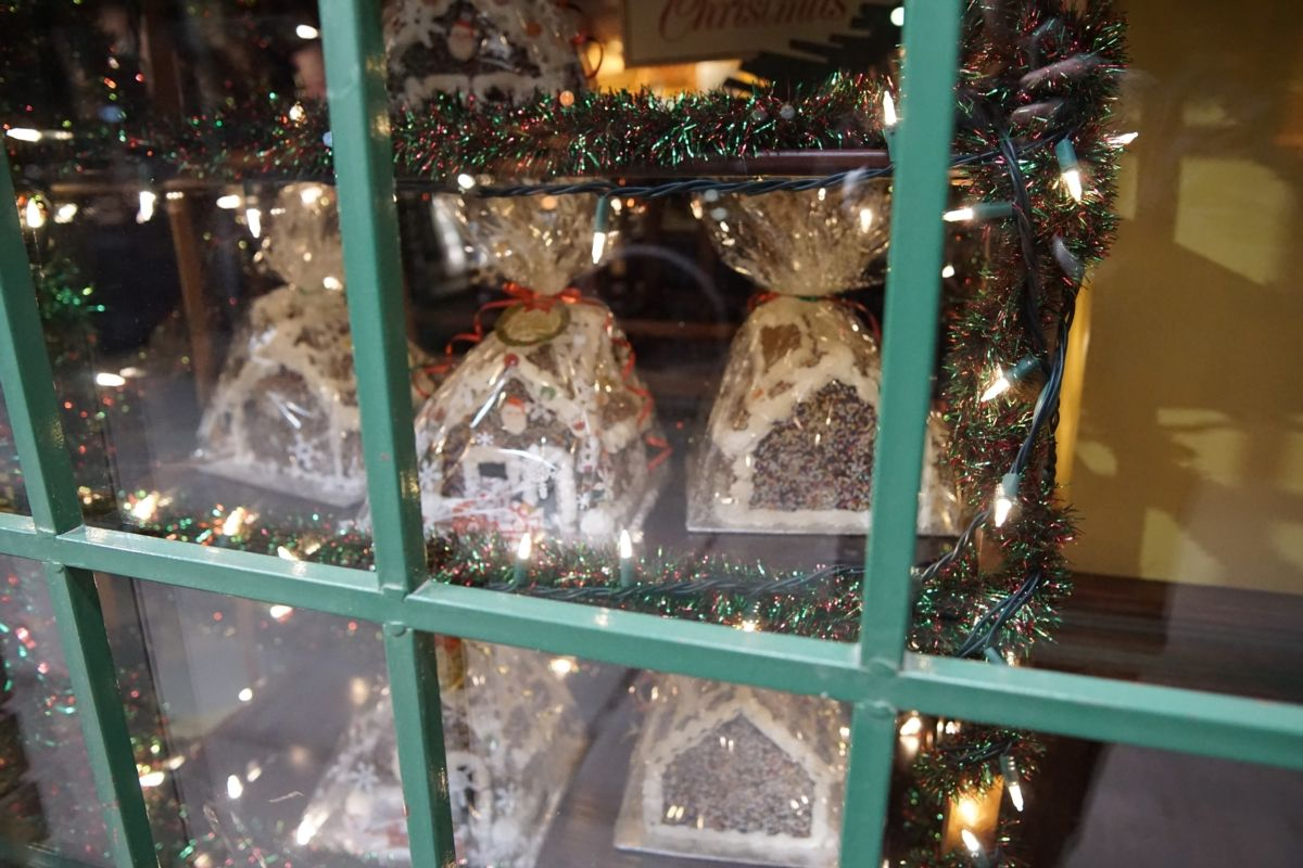 Christmas Windows - Quesnel Bakery
